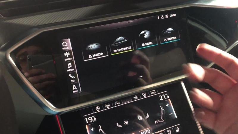 Bên cạnh những thay đổi đã nói ở trên, hệ thống thông tin giải trí MIB 3 của Audi còn có rất nhiều ứng dụng và tính năng mới, ví dụ như radio kỹ thuật số hybrid cho phép lái xe tiếp tục nghe được kênh radio yêu thích ngay cả khi xe đã rời khỏi khu vực phát sóng kênh radio đó. Để thực hiện việc này, hệ thống sẽ xác định khi tín hiệu vô tuyến trở nên yếu và sau đó tự động chuyển sang phiên bản trực tuyến của cùng một trạm.